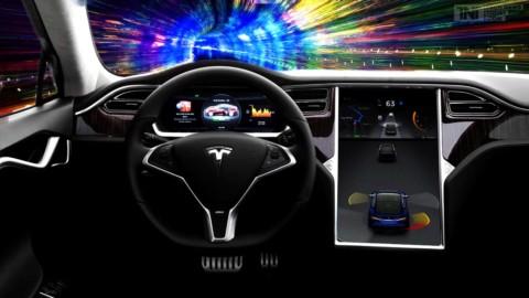 Tesla ponúka skúšobnú verziu autopilota zdarma