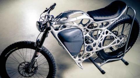 Motocykel od APWorks s elektrickým pohonom a rámom z 3D tlačiarne