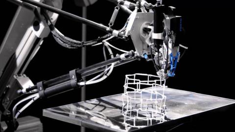 3D tlačiareň, ktorá funguje ako pavúk