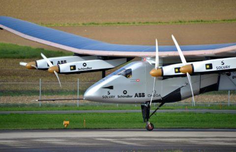 Lietadlo na solárny pohon prvýkrát v histórii obletelo celý svet