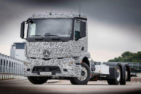 Mercedes vs. Tesla v súboji o elektro-kamióny