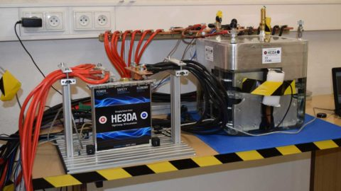 Česká firma spustila výrobu revolučnej lítiovej batérie, vyrábať sa bude aj v SR