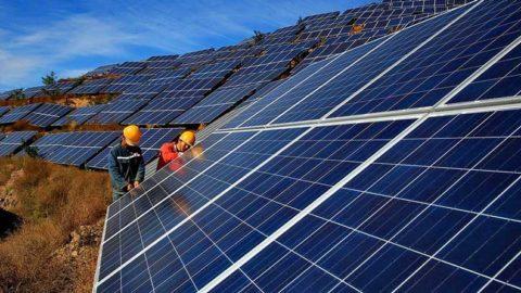 Čínski investori skupujú v Česku solárne elektrárne