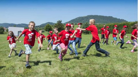Nadácia Kia Motors Slovakia podporí v roku 2017 vzdelávanie, šport a budovanie novej cyklotrasy