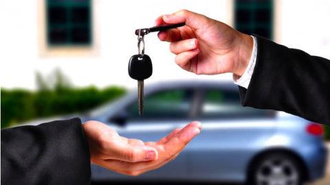 Česi kúpili vlani najviac áut v histórii, každé tretie bolo značky Škoda
