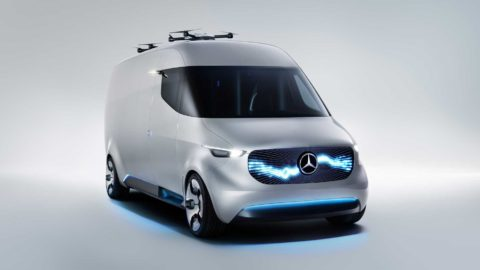 Dodávka 1,5-tisíca elektrických transportérov Sprinter a Vito