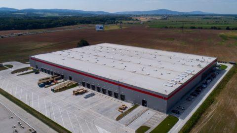 Aké priestory v Bratislave o rozlohe 12 000 m2 si prenajal medzinárodný švajčiarsky importér?