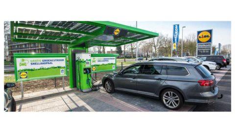 Rýchlonabíjačky pre elektromobily od ABB na parkoviskách sieti Lidl