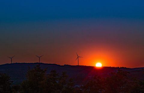 Veterná asolárna energia je oficiálne lacnejšia než tepelná energia v Indii
