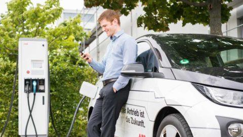 ABB rozširuje infraštruktúru pre nabíjanie elektromobilov v Nemecku