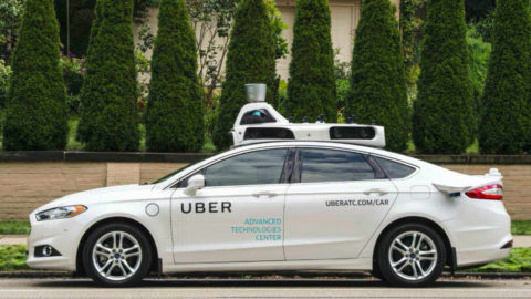 Uber testuje vToronte autonómne autá