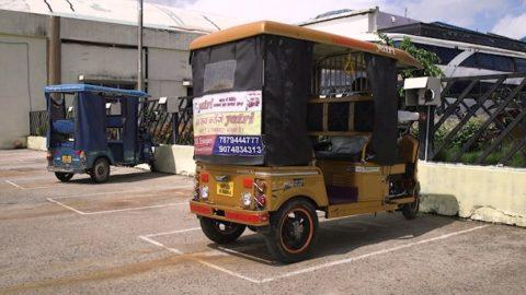 Tradičné indické rikše menia pohon