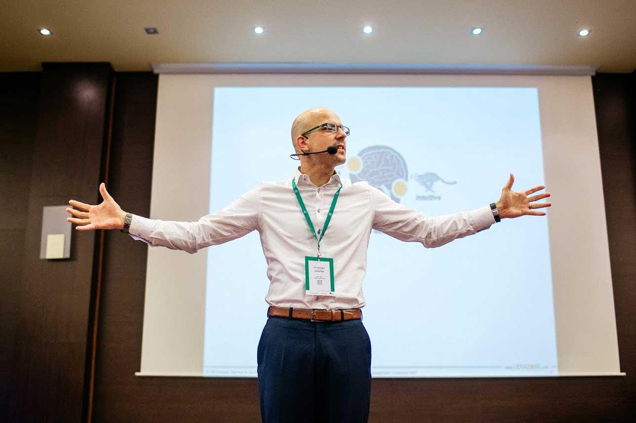 Tilo Schwarz / Lernzone: Postoje Vašich ľudí sú odrazom ich doterajších skúseností. Ak ich chcete zmeniť, vytvorte nové denné KATA vzorce správania.