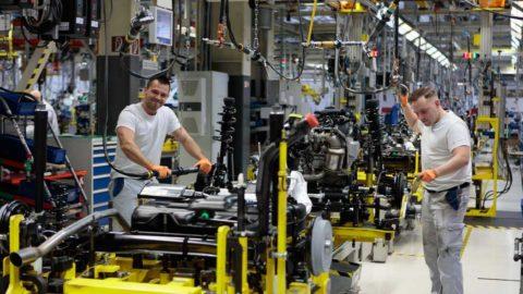 Volkswagen Slovakia zastavuje pred Vianocami  výrobu