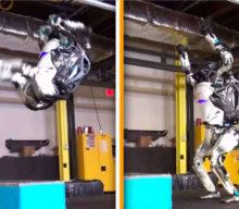 Pozdravte Atlas, robota od Boston Dynamics, ktorý zvládne salto vzad
