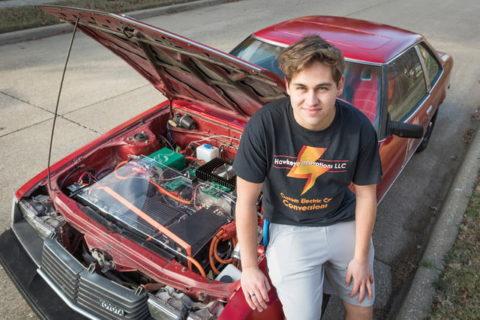 Tínedžer postavil vlastný elektromobil zToyoty Celica