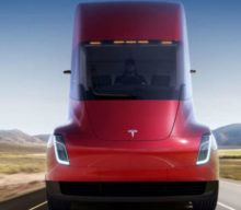 Tesla začala využívať elektrické nákladiaky pre internú logistiku