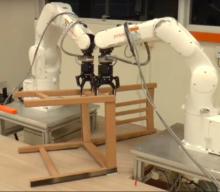 Roboty dokázali postaviť stoličku zIkey za 10 minút