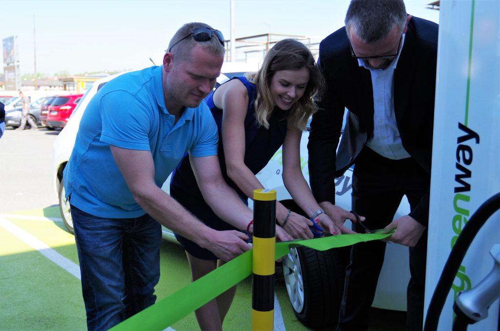 5 nových rýchlonabíjacích staníc pre elektrické vozidlá pridaných do siete GreenWay na Slovensku