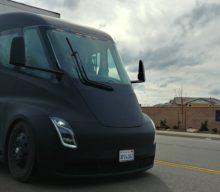 Prečo si Amazon ešte nezarezervoval Tesla Semi?