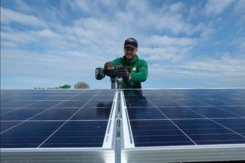 Sektor obnoviteľných energií zamestnáva vyše 10 miliónov ľudí