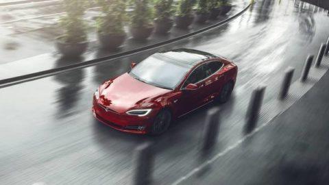 Tesla Model Sje najlepšie auto tejto dekády