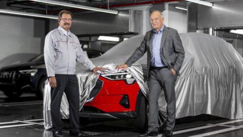 Audi začalo vyrábať elektrické SUV e-tron quattro