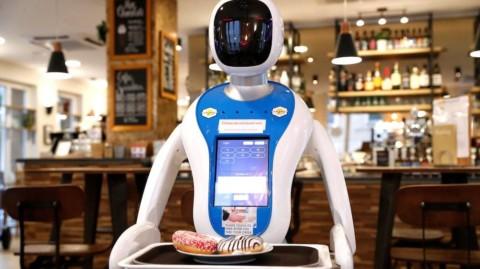 V Budapešti vás obslúžia robotickí čašníci|Prepriemysel.sk