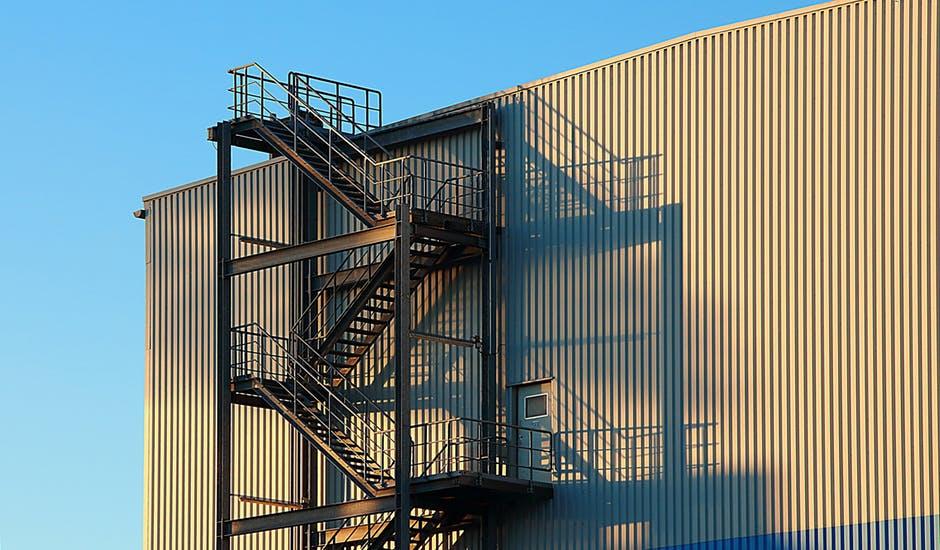Veľa úrazov vzniká na schodišti a nerovnom povrchu