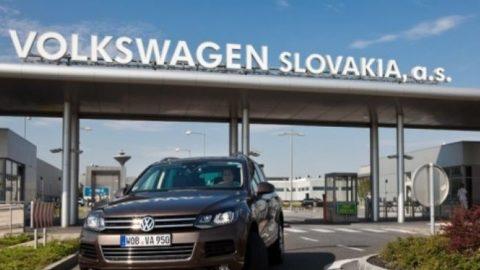 Volkswagen Slovakia sa pripravuje na prerušenie výroby do odvolania