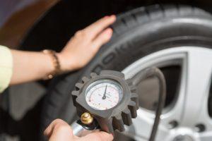 Tlak hustenia pneumatík