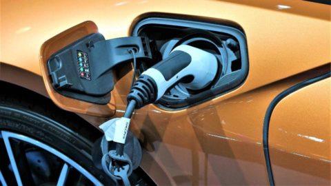 Európa zaostáva vo výrobe elektromobilov