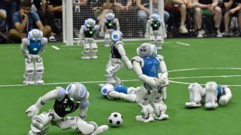 Humanoidné roboty hrajú vlastnú futbalovú ligu